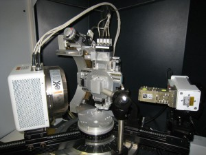 This is the same D8 base instrument configured for single crystal XRD. Note the Chi, phi, XYZ stage, area detector (2D) and Goebel focusing mirrors.